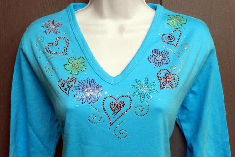 HEARTS & FLOWERS Neckline