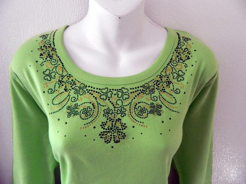 Shamrock Neckline- Ornate w 3 pieces (sleeves) only on round neckline