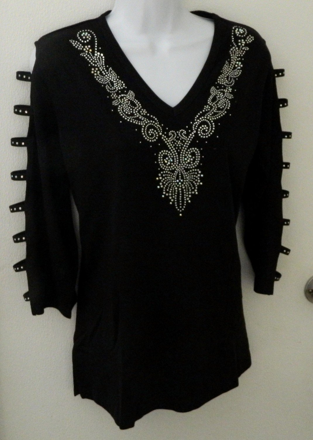 VINTAGE Design AB/Clear VNeckline + Embellished Ladder Sleeve