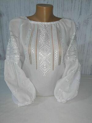 Вишиванка жіноча білим по білому