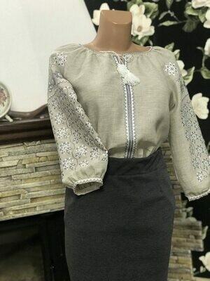 Вишиванка, жіноча вишивана блузка на сірому льоні (Арт. 02625)