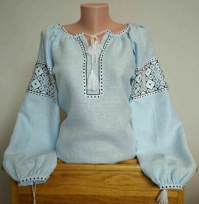 Вишиванка, жіноча вишивана блузка на блакитному домотканому (Арт. 02642)