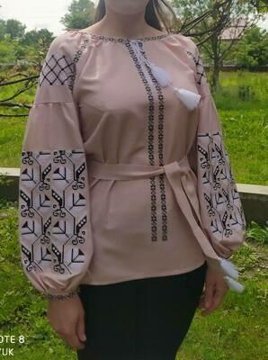 Вишиванка, жіноча вишивана блузка на рожевому льоні