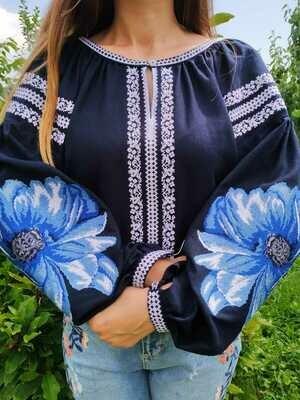 Вишиванка, жіноча вишивана блузка на темно-синьому льоні (Арт. 02660)