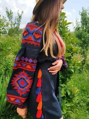 Вишиванка жіноча, сукня вишивана на льоні
