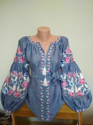 Вишиванка, жіноча вишивана блузка на джинс-льоні