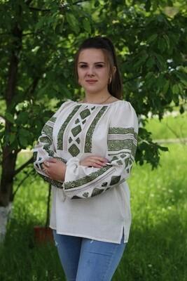 Вишиванка, жіноча вишивана блузка на сірому домотканому полотні