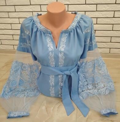 Вишиванка, жіноча вишивана блузка на блакитному домотканому