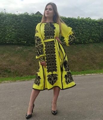 Вишиванка, жіноча вишивана сукняна жовтому домотканому полотні (Арт. 02812)