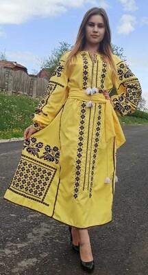 Вишиванка, жіноча вишивана сукняна жовтому домотканому полотні