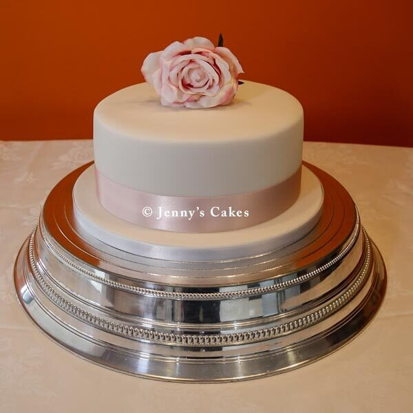 Gretna Round Wedding Cake with Silk Rose
