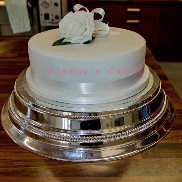 Large Round Wedding Cake with Silk Rose- Gretna range