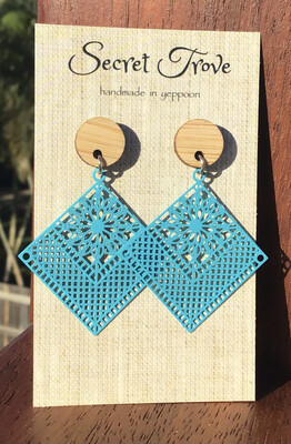 Bamboo Top Blue Patterned Diamonds