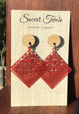 Bamboo Top Red Patterned Diamonds