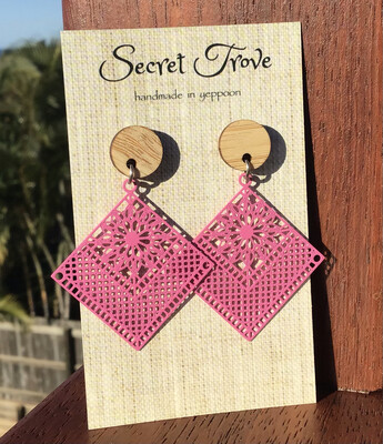 Bamboo Top Pink Patterned Diamonds