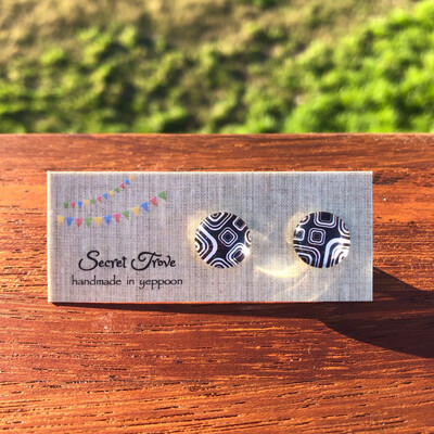 White Square Earrings - 12mm