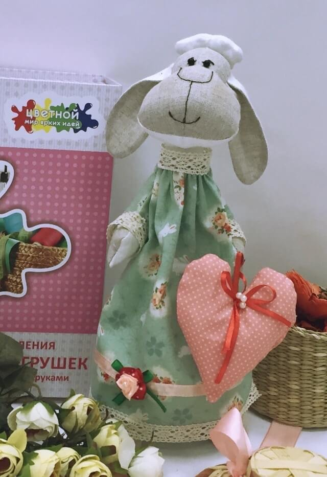 Набор ТМ Цветной для шитья текстильной игрушки DI009 Овечка Мечтательница (35 см)