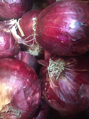 organic red onions (one pound)