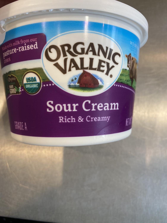 Organic Valley sour cream 1 lb container