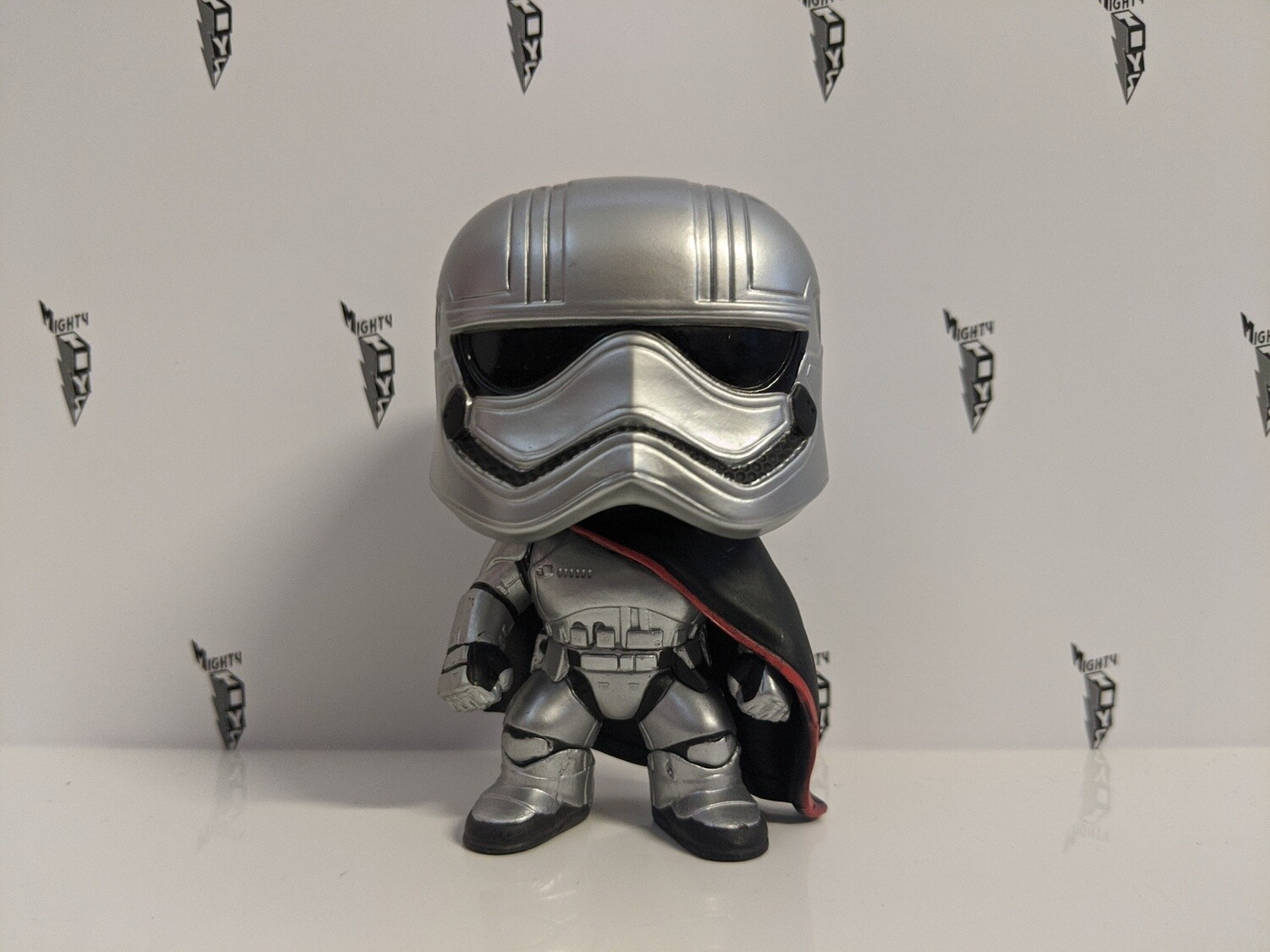 Star wars- captain phasma  Pop! Vinyl out of box