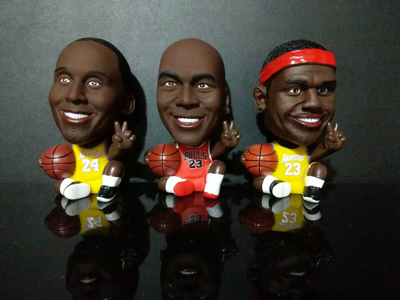 "Basketball NBA Figure 5"" with peace sign bobble head"