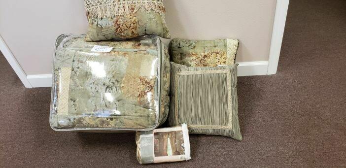 Floral Bedspread & Pillow Set