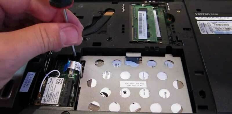Installation of hard disk / SSD in a notebook