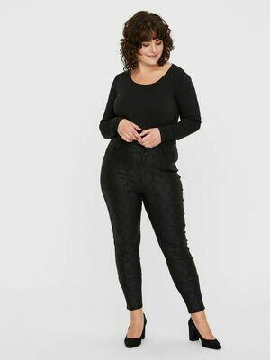 Coatede snake-pants med fra Vero Moda Curve!