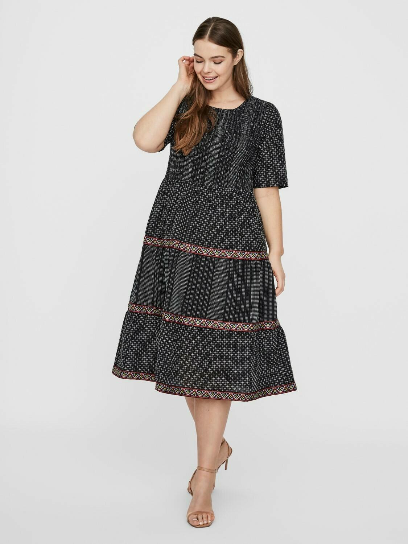 Kjole med smukke detaljer fra Junarose!