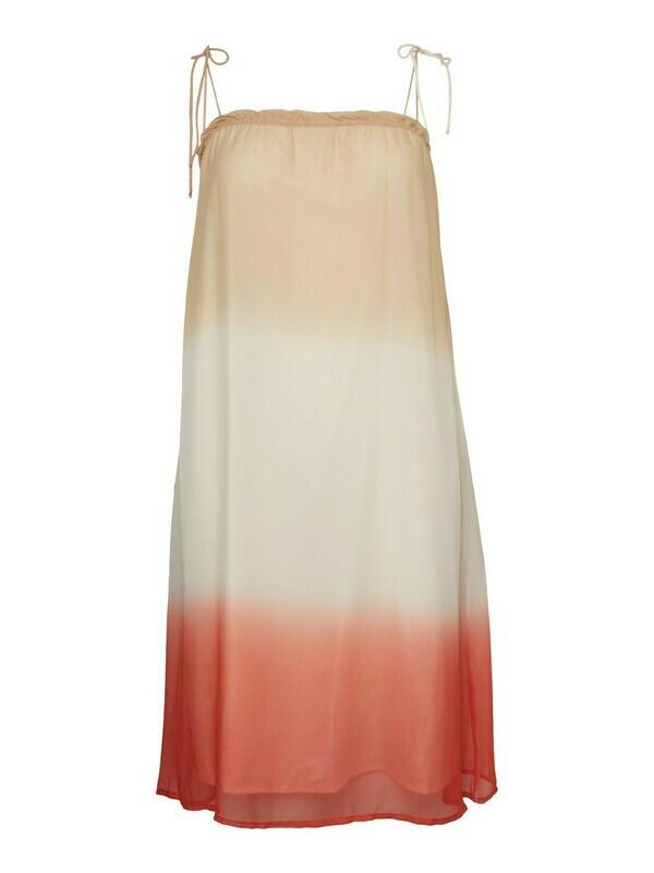 Tie-dye kjole fra Vero Moda Curve!