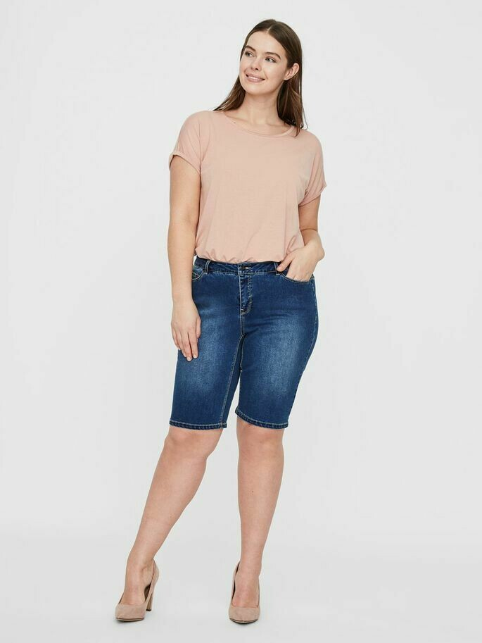 Lange denim shorts fra Junarose.