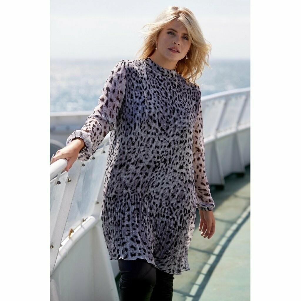 Flot plissé-kjole i sneleopard-print fra Zoey