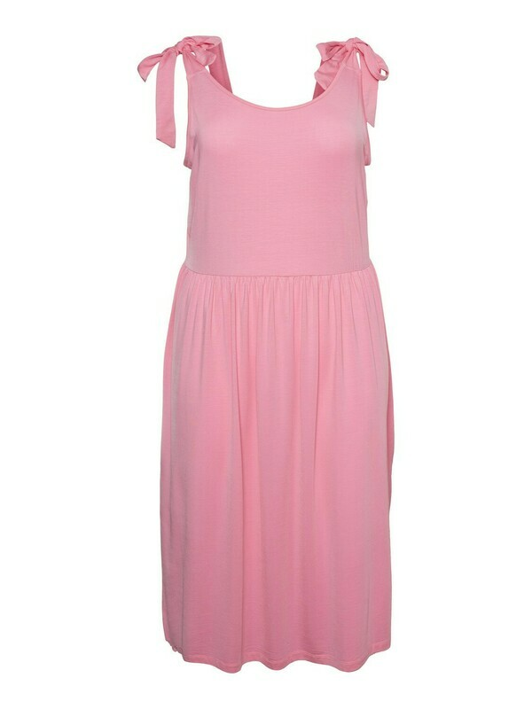kjole i lækker kvalitet fra Vero Moda Curve!