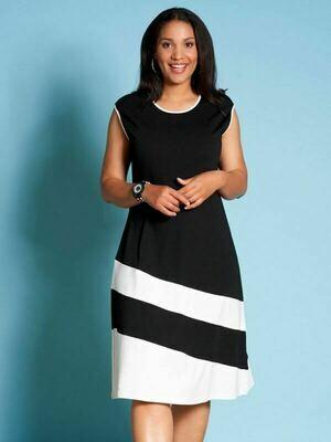 Flot sort kjole med hvide kontraster fra Studio