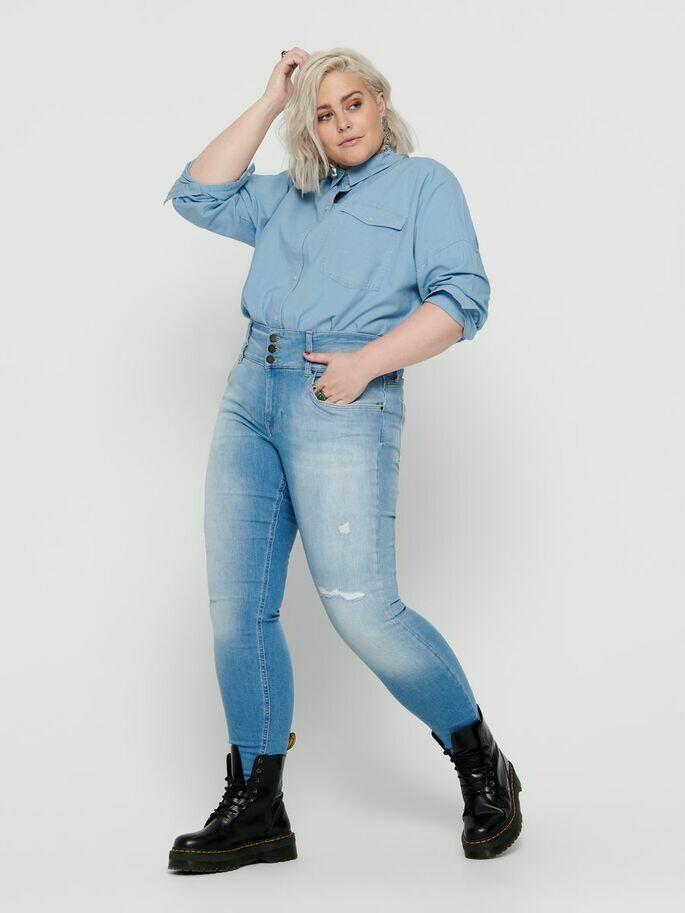 Jeans med høj talje og destroy-detaljer fra Carmakoma!