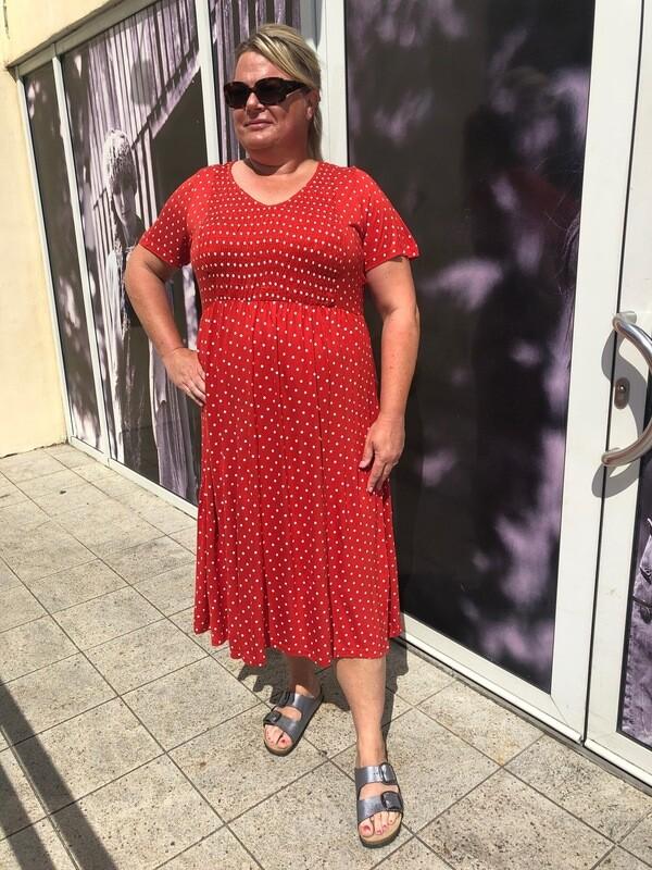 Prikket kjole fra Vero Moda Curve!