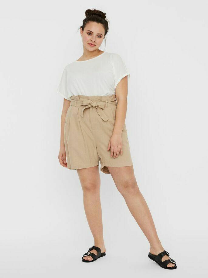 Paperbag shorts fra Vero Moda Curve!