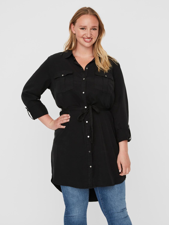 Lang skjorte fra Vero Moda Curve!