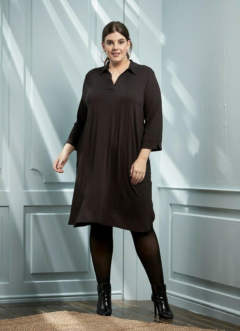 Jersey-kjole med skjortekrave fra Zhenzi!