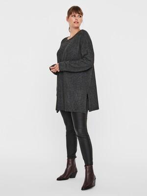 Lang pullover i tynd strik fra Vero Moda Curve!