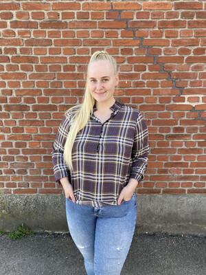 Ternet viscose-bluse fra Zoey!