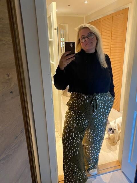 Løse printede bukser fra Vero Moda Curve