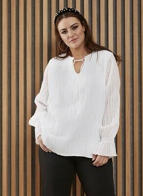 Smuk hvid bluse fra Zhenzi!