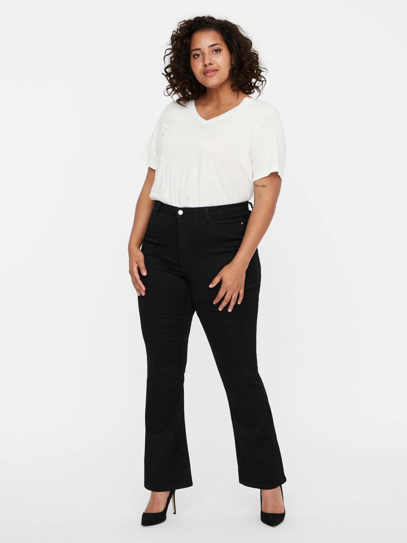 Sorte jeans med høj talje og vidde forneden fra Vero Moda Curve!