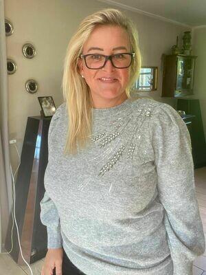 Blød pullover med pailetter fra Vero Moda Curve!