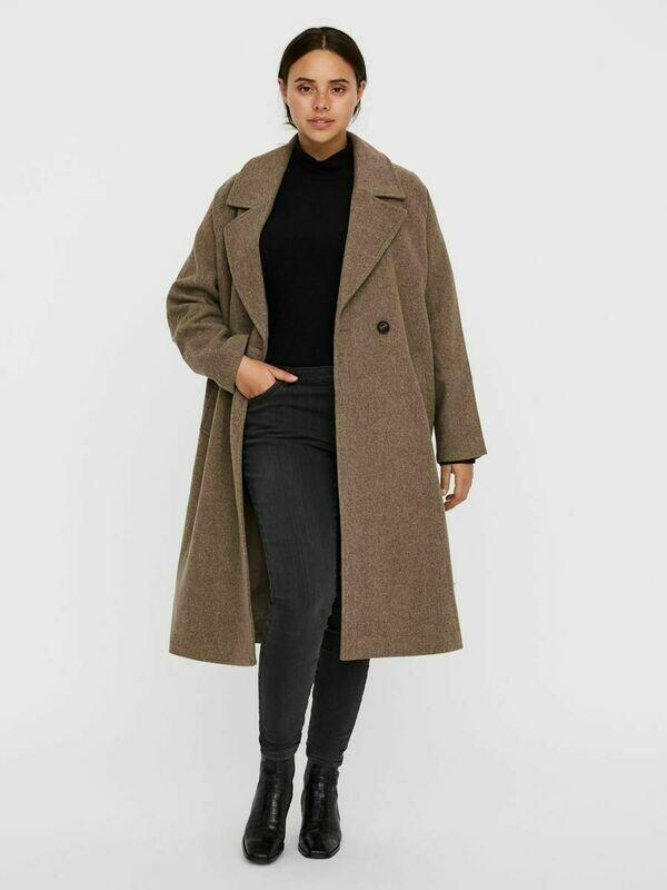 Dobbeltradet uldfrakke fra Vero Moda Curve!
