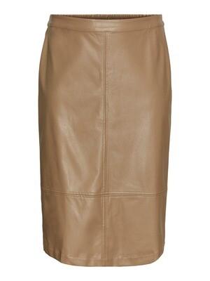 Cool skirt i PU fra Vero Moda Curve!