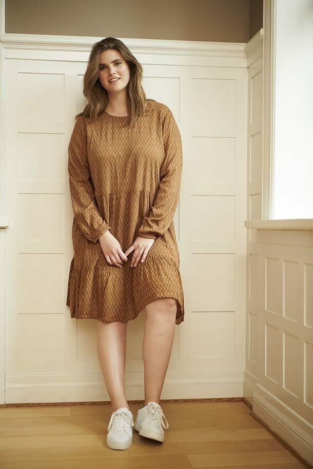 Løstsiddende kjole fra Kaffe Curve!