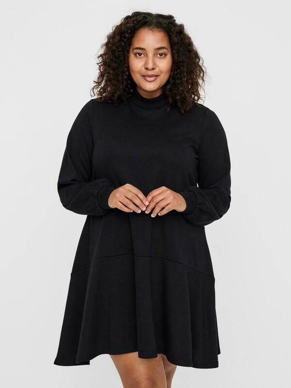 Sweat kjole/tunic fra Vero Moda Curve!