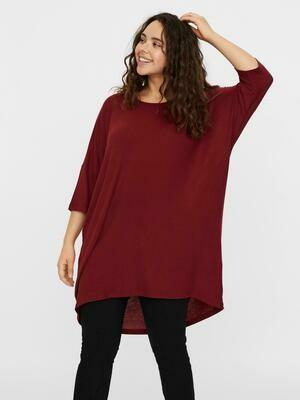 Lang t-shirt fra Vero Moda Curve!